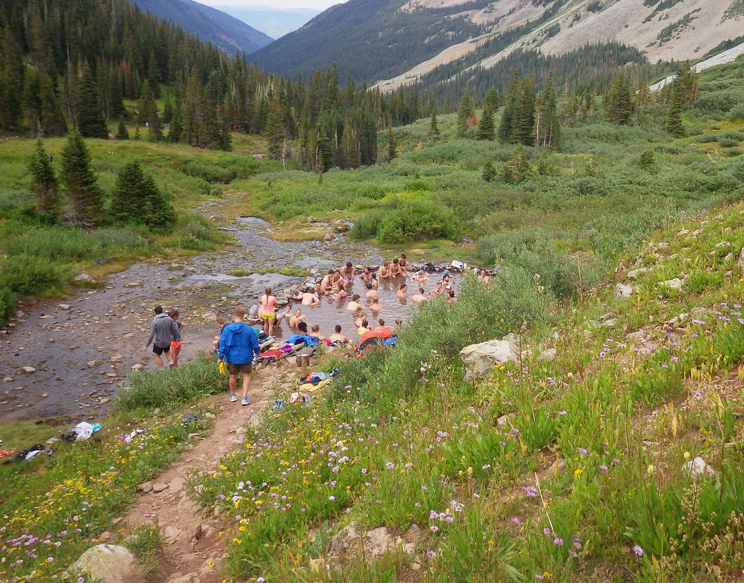 Crowds at Conundrum Hot Springs_0.jpg